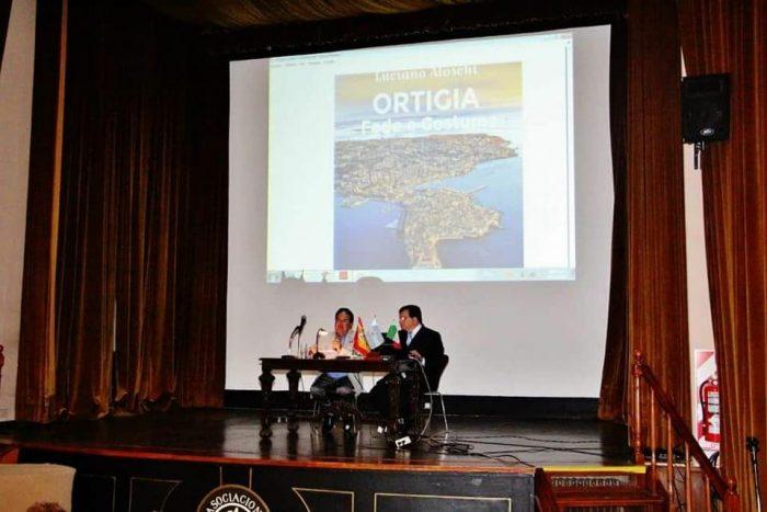 Luciano Aloschi nella presentazione del suo libro a Buenos Aires