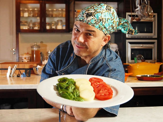 La simpatia di Donato De Santis è uno dei segni distintivi del cuoco italiano.