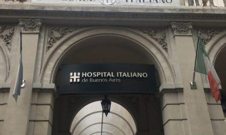 Ingresso dell'edificio storico dell'Ospedale Italiano di Buenos Aires