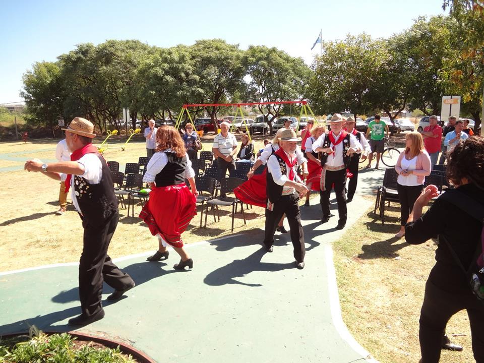 Gioia d'Italia durante la inauguración de la plaza en honor a los italianos en Lanús Este.