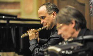 Tito Ciccarese é un concertista italiano che vuole sonnare all'Argentina.
