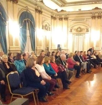 Il salone dorato si trova nella Società Unione e Strella di Lomas de Zamora.