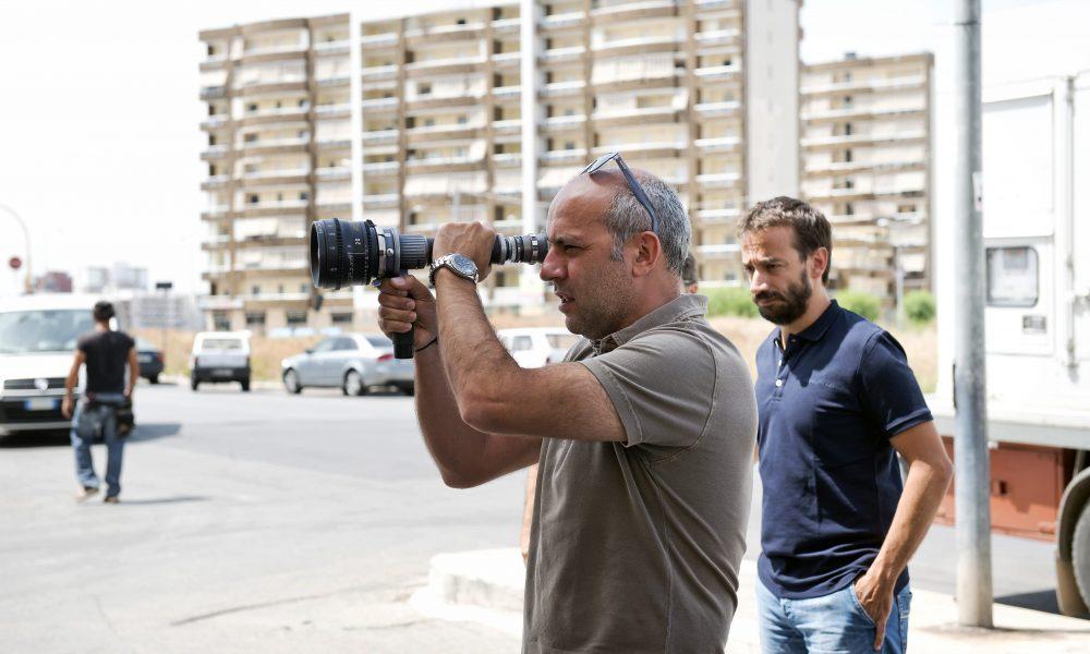 Attraverso i suoi film, il regista cerca di raccontare storie non convenzionali