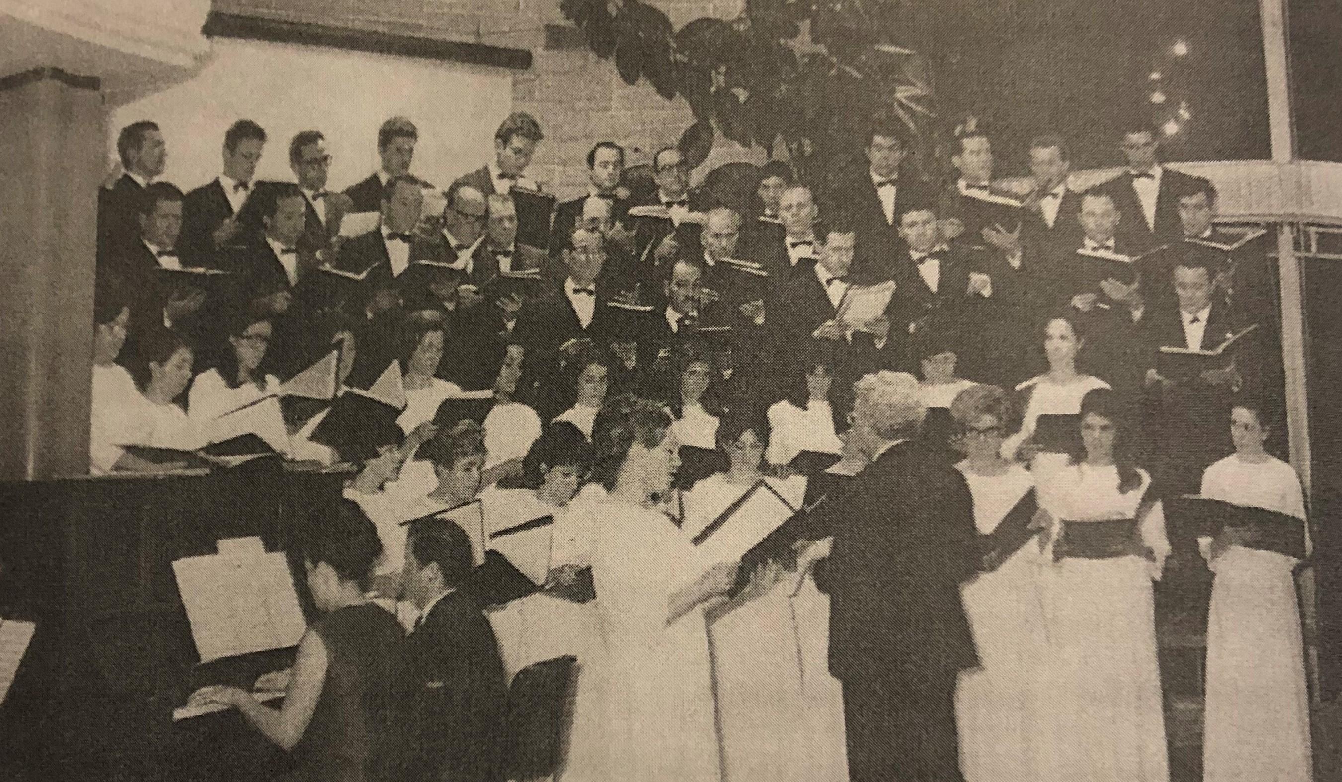 Presentación del Coro de la Asociación Italiana de Monte Grande en 1968.