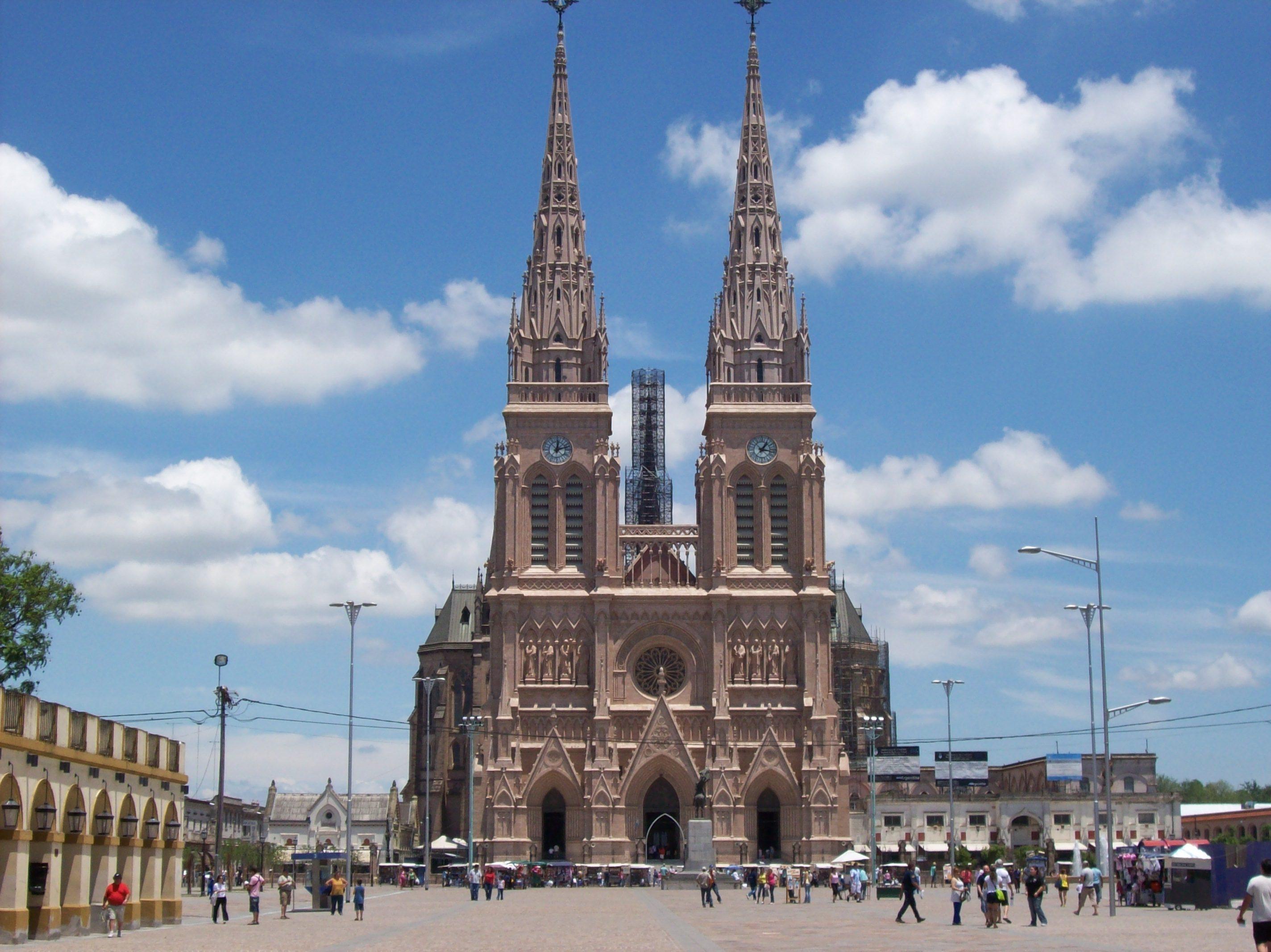 Frente Basílica de Luján