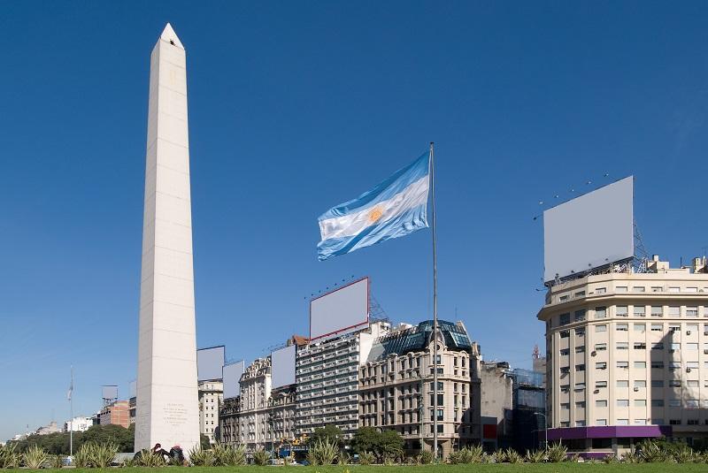 Avenidas - El Obelisco fue construido por el Arquitecto Alberto Prebisch.