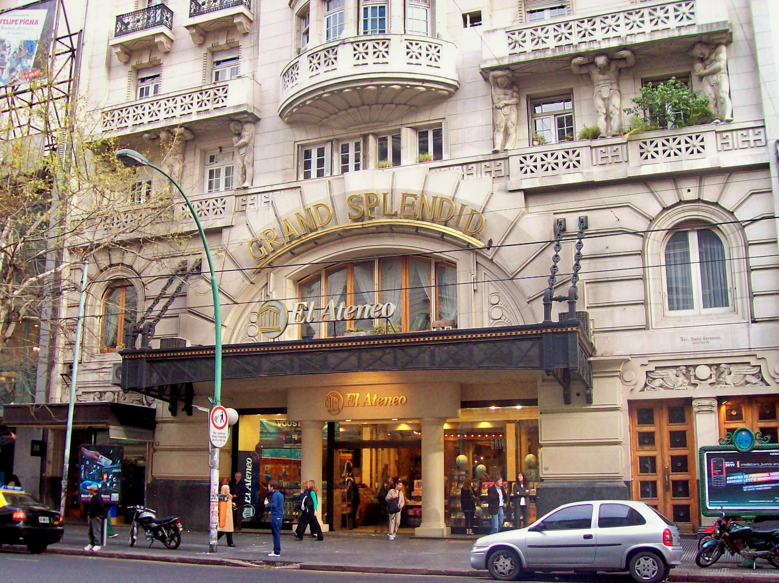 Avenidas - La Avenida Santa Fe recorre los barrios de Palermo y Recoleta.