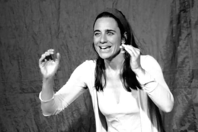 Ilaria Gelmi - La actriz italiana en un espectáculo
