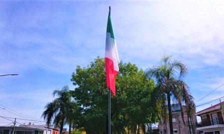 Plaza República De Italia - Bandera Italiana