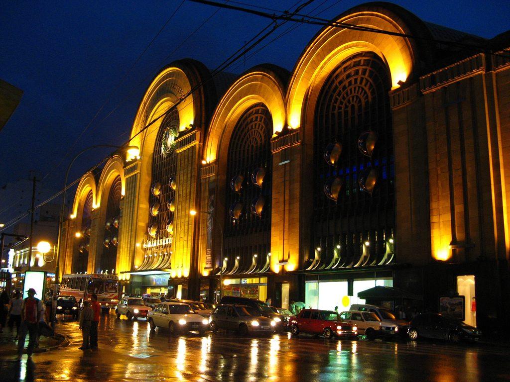 Avenida Corrientes - El Abasto fue inaugurado como shopping en 1998.
