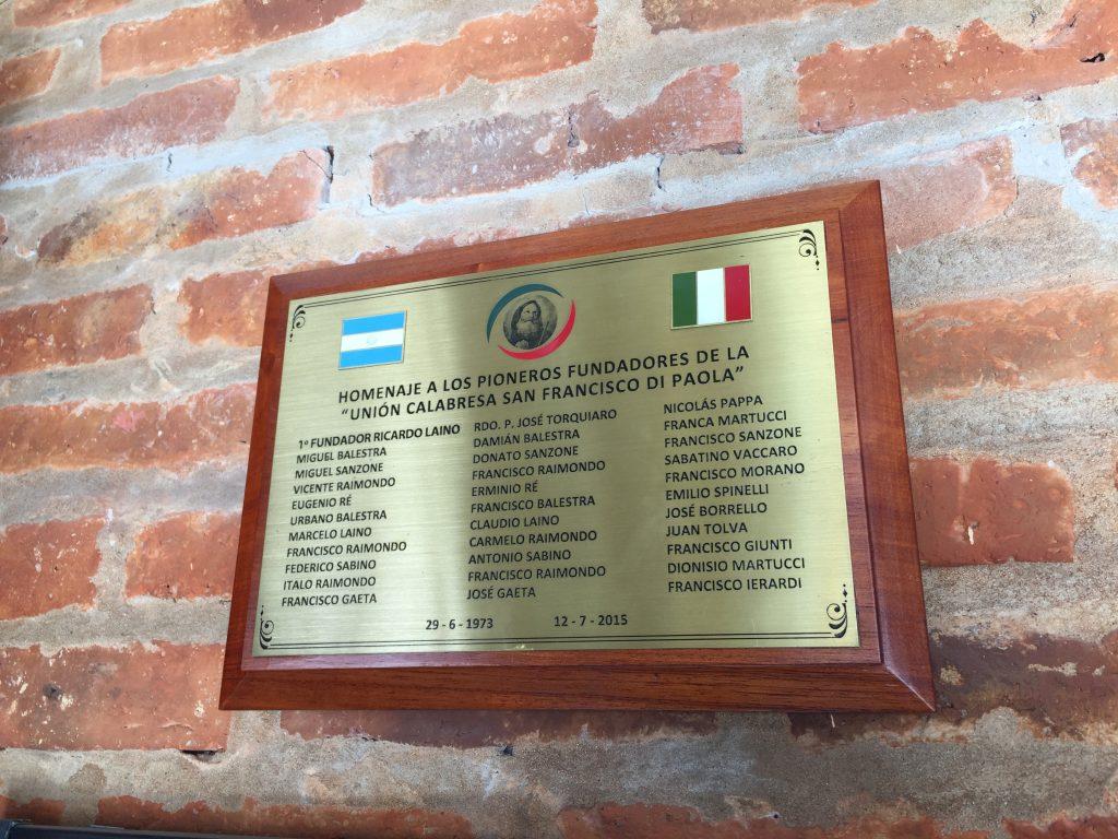Unión Calabresa - Placa recordatoria con los nombres de los fundadores.
