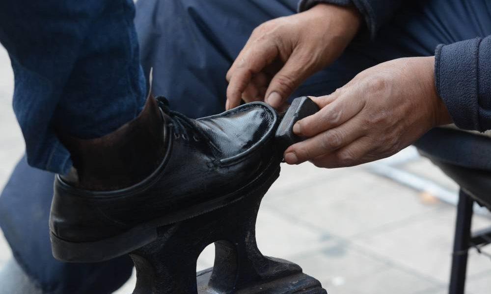 Lustrabotas - Zapato lustrándose