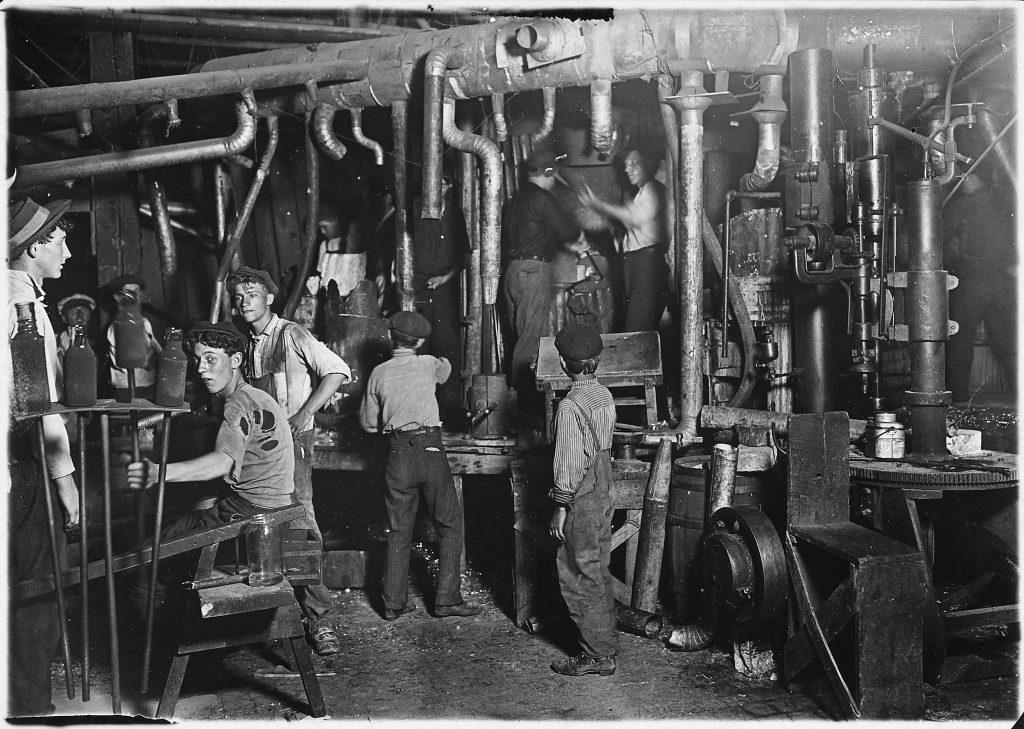 Día del Trabajador - Los niños e inmigrantes eran empleados en fábricas en condiciones precarias.
