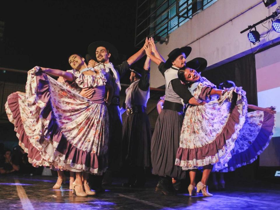 Danzas Tipicas - Ballet Folklorico Una