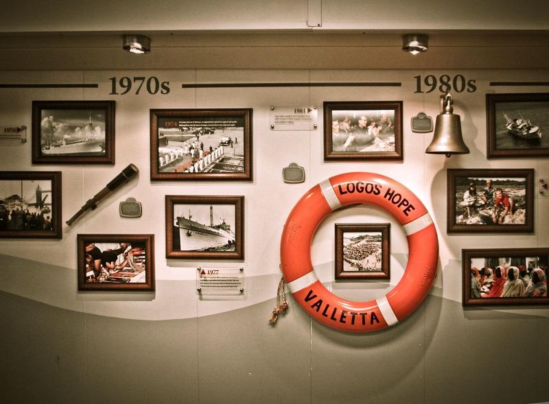 Librería flotante- Interior Del Logos Hope