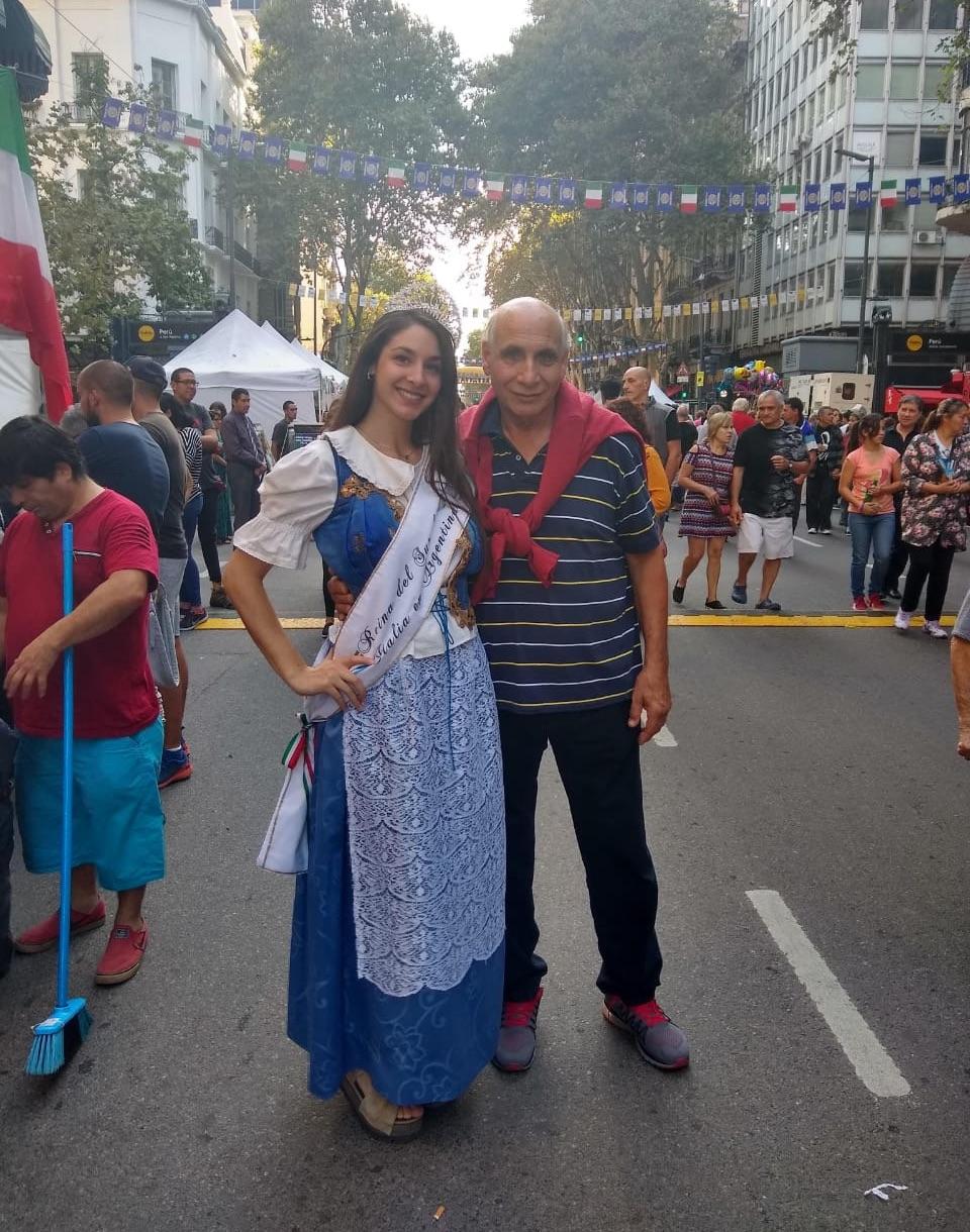 Reina Del Sur De Italia - Narella Soriano Junto A Su Abuelo Calabres