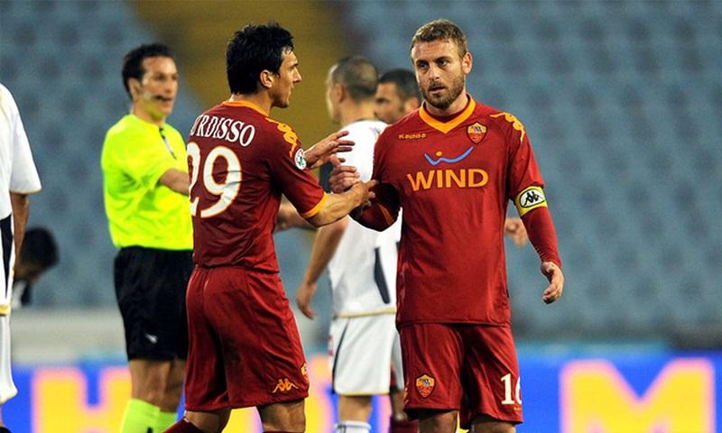 Daniele De Rossi - Burdisso y De Rossi compartieron equipo en la Roma.