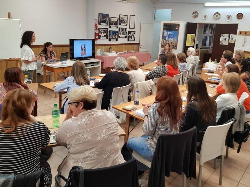"""Taller de Fonética - Los maestros aprenden a utilizar el libro """"La Giostra di Suoni""""."""