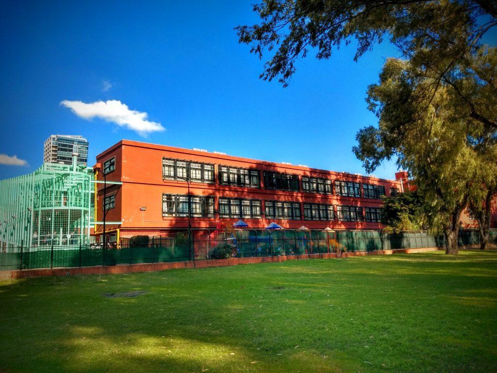 Scuola Italiana Cristoforo Colombo vista da lontano