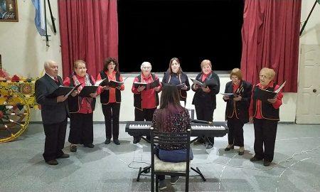 Coro Vincenzo Bellini - Los coreutas en la presentación solidaria
