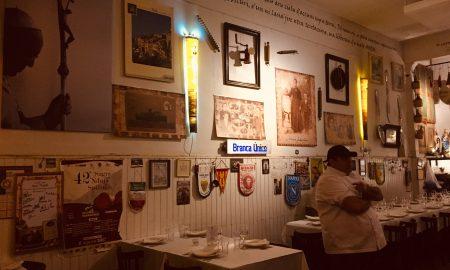 María Fedele - El salón de la trattoría es una réplica de los locales gastronómicos italianos..