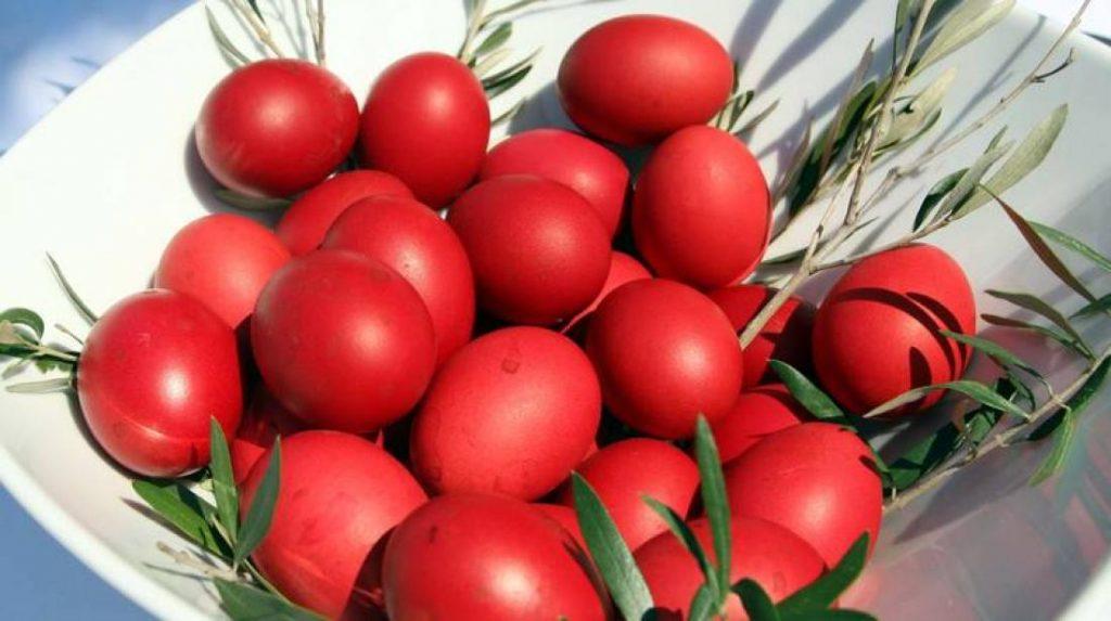 Costumbres pascuales - Los huevos teñidos de rojo