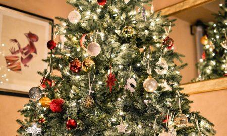 Árbol de Navidad - Árbol Navidad Con Decoraciones.