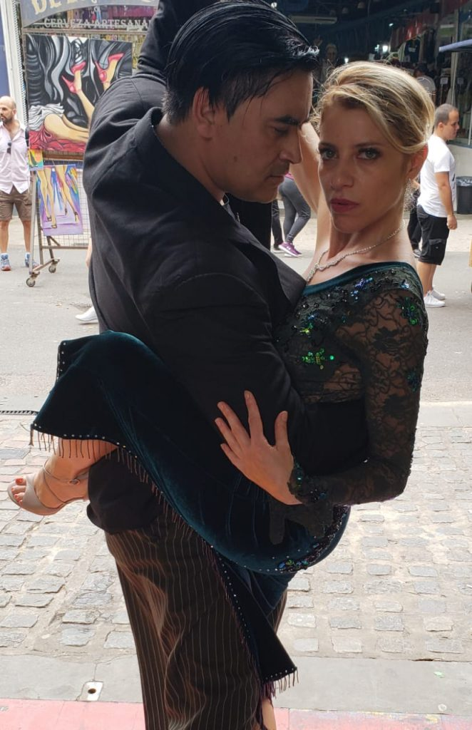 Daniela Camponovo bailando tango