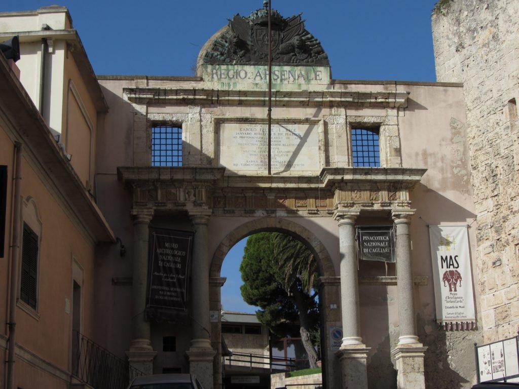 Ingresso della cittadella dei musei in cui è presente la collezione Stefano Cardu