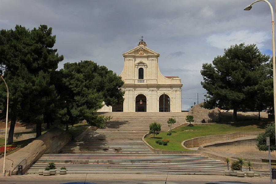 la scalinata della Basilica di Nostra Signora di Bonaria