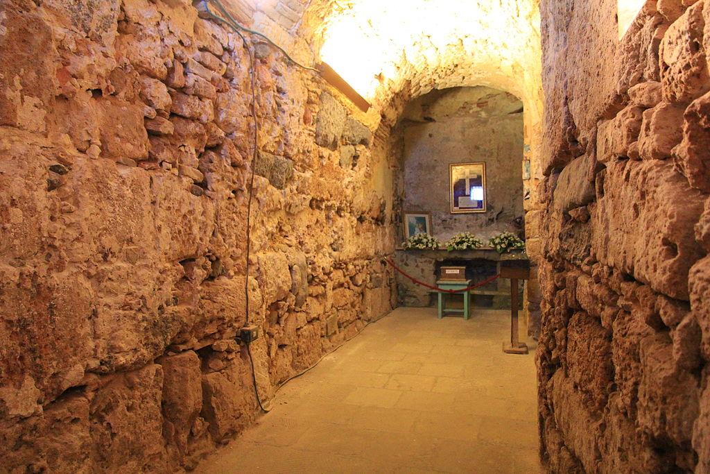 Interno della chiesetta di Sant'Efisio a Nora