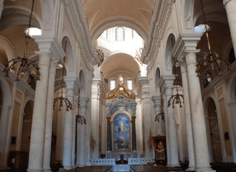 interno della Basilica di Nostra Signora di Bonaria