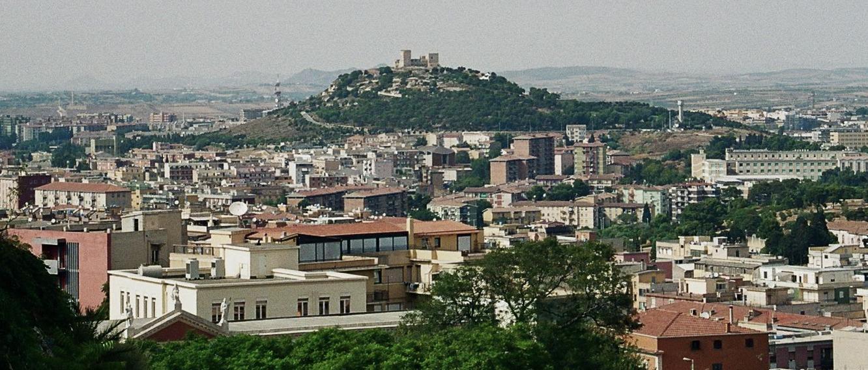 il Castello di San Michele domina la città dalla cima del colle