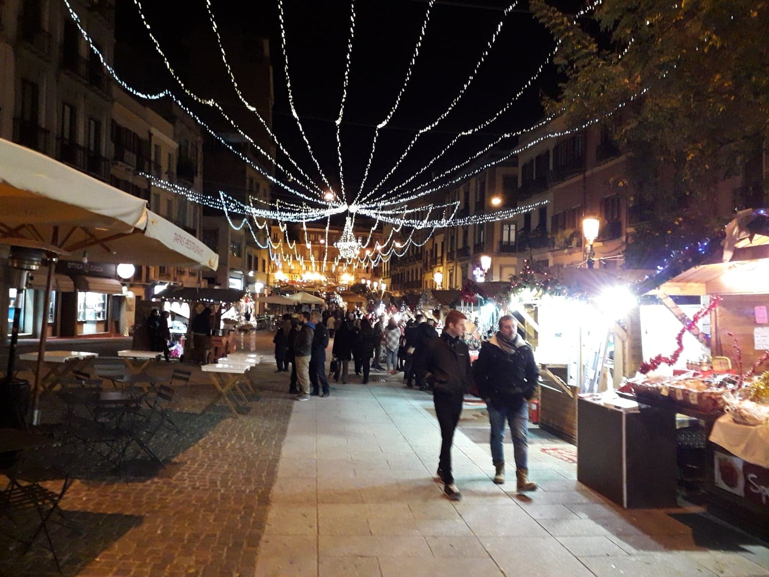 Il Corso Vittorio Emanuele E Le Bancarelle Di Natale