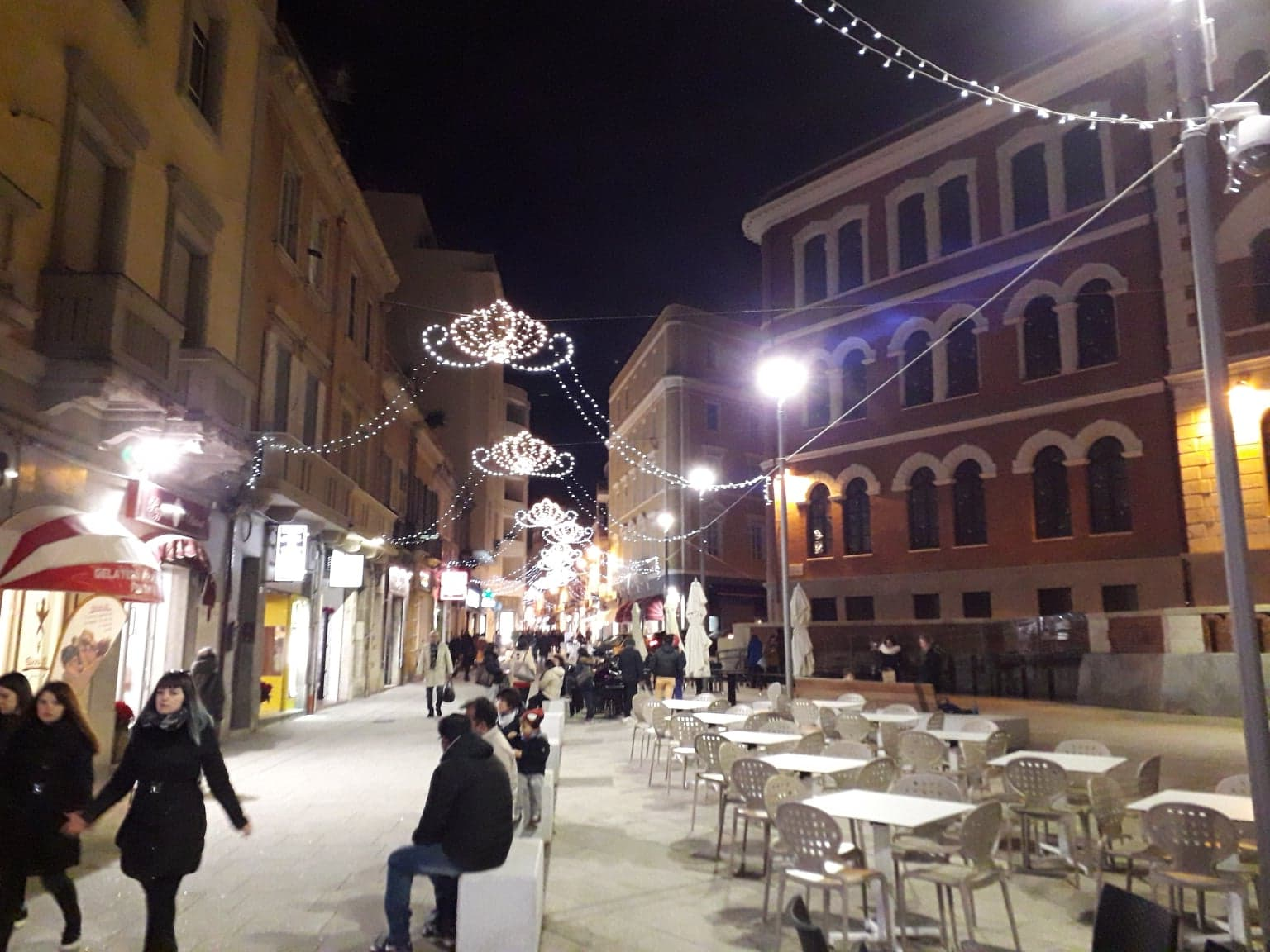 Luci Natalizie In Piazza Garibaldi