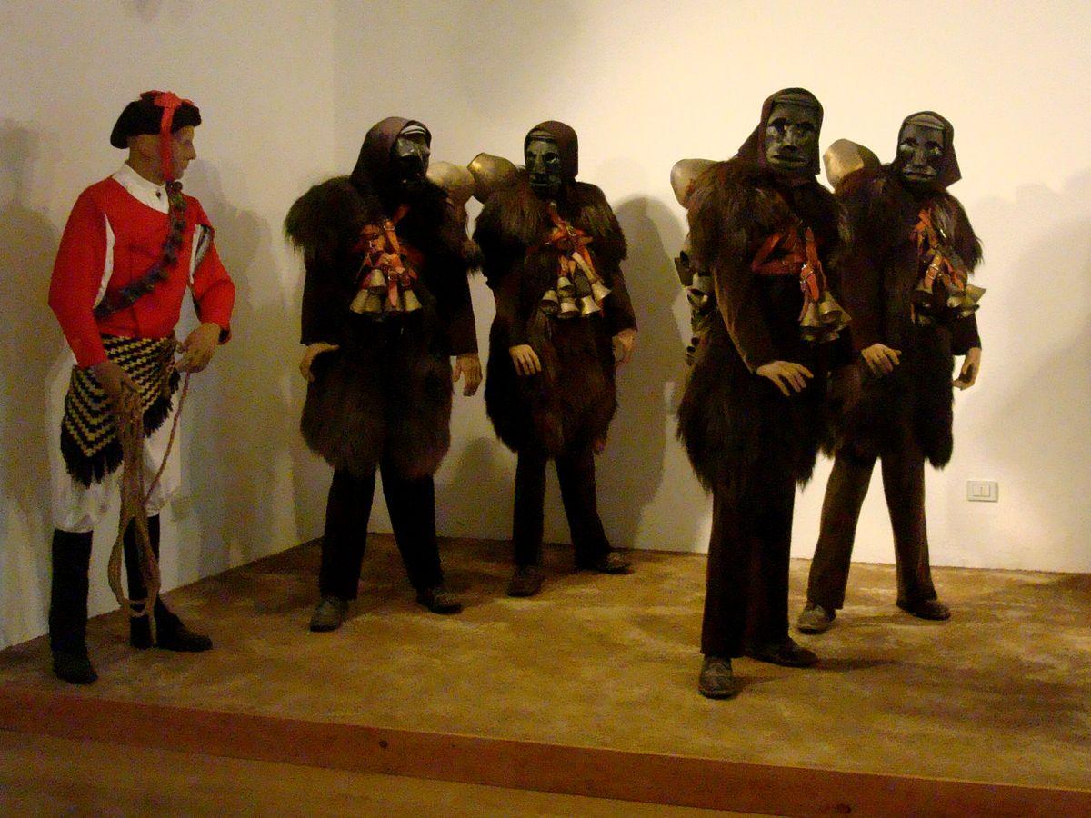 maschere di carnevale: Mamuthones E Issohadore