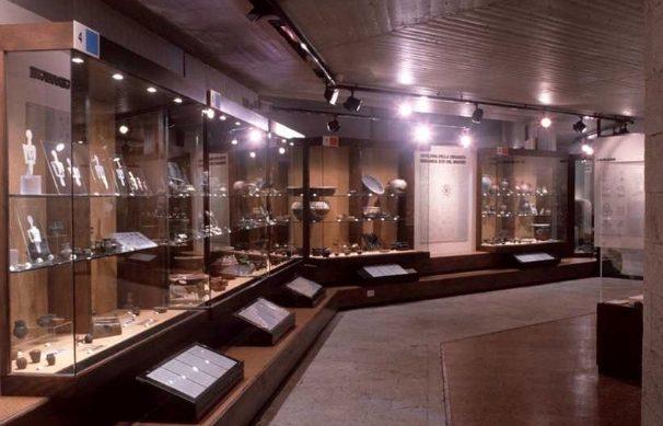 vetrine delle esposizioni permanenti