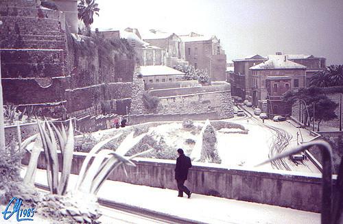 Cagliari, la via Fiume sotto la neve