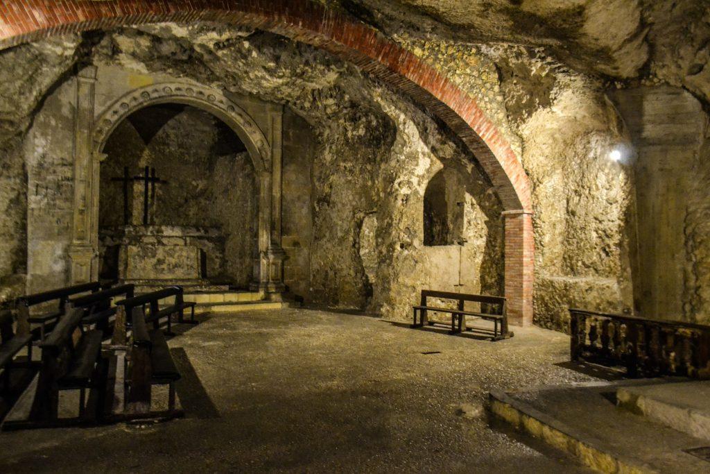 sala principale della cripta di santa restituta