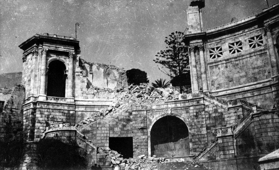 il bastione di saint remy durante i bombardamenti su cagliari del 1943