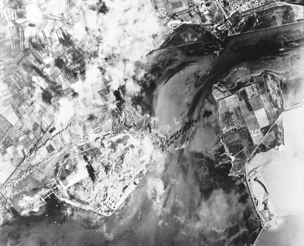 l'aeroporto durante i bombardamenti su cagliari del 1943