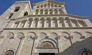 la facciata del Duomo di Cagliari
