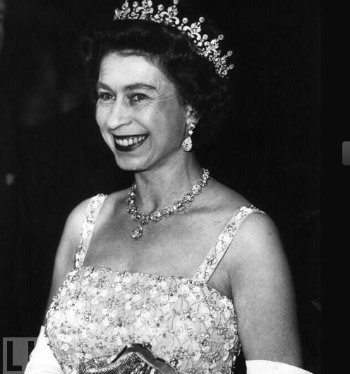 Regina Elisabetta II nel 1961 (life)
