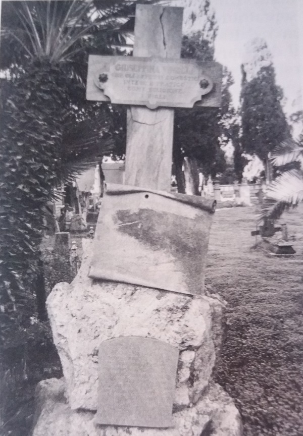 Tomba Vinelli, Cimitero Bonaria.jpg