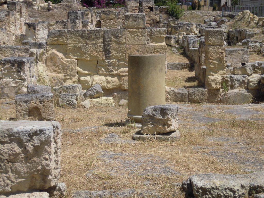 uno frammento delle colonne della villa di tigellio