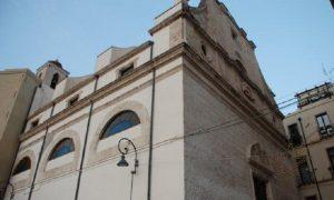 Basilica di Santa Croce, incastrata tra le case dell'antico ghetto ebraico