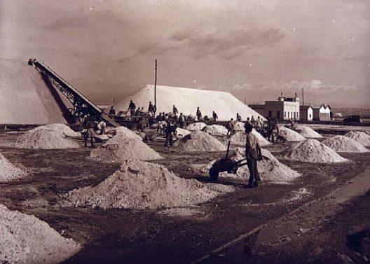 foto storica della saline Conti Vecchi