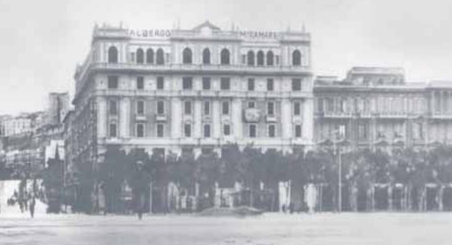 Palazzo Della Rinascente Con All'ultimo Piano Hotel Miramare (Fonte Candido Operti)
