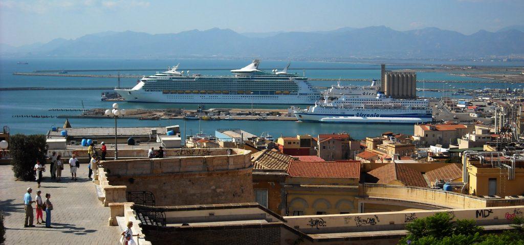 Porto Di Cagliari - Nave da crociera attraccata