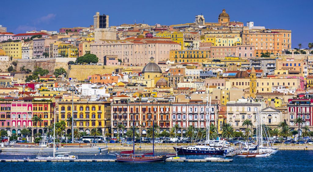 Porto di Cagliari - Vista della città dal mare